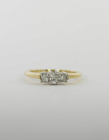 American Jewelry 14k Yellow Gold 1/2ctw Princess Cut Diamond Past, Present & Future Engagement / Anniversary Ring (Size 7)