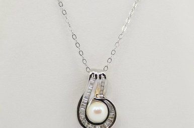 14kw Pearl Pendant with Baguette & Round Diamonds