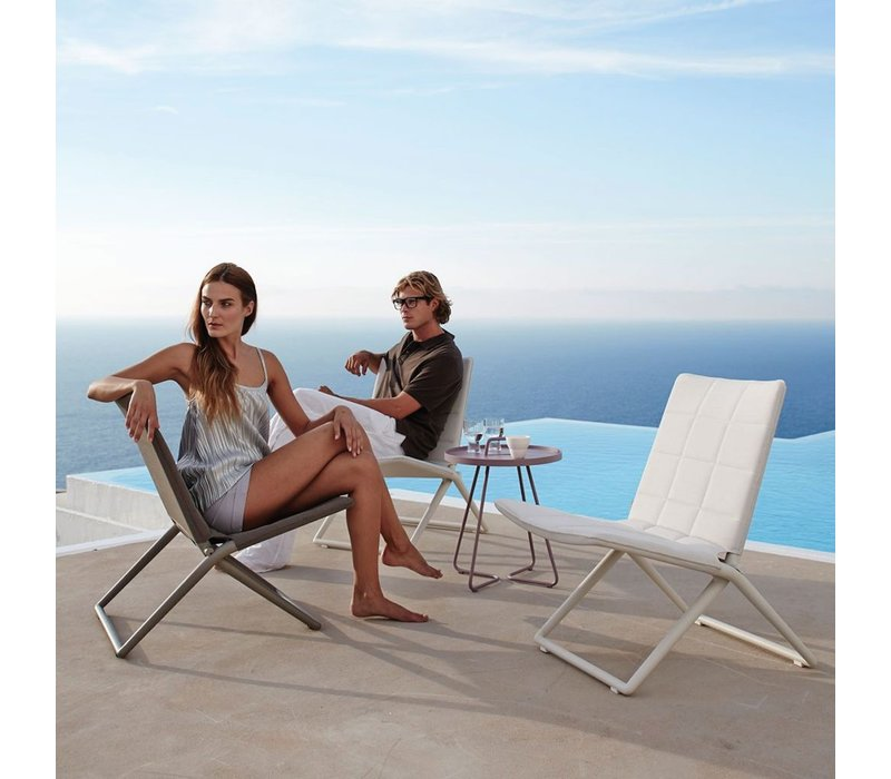 TRAVELLER FOLDING LOUNGE CHAIR IN WHITE CANE-LINE TEX