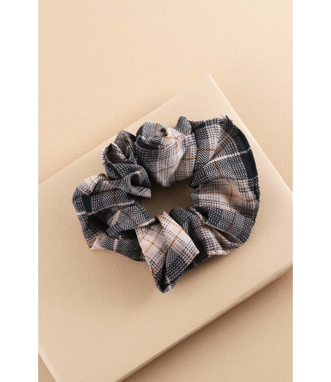 Lovoda Preppy Plaid Scrunchie Black