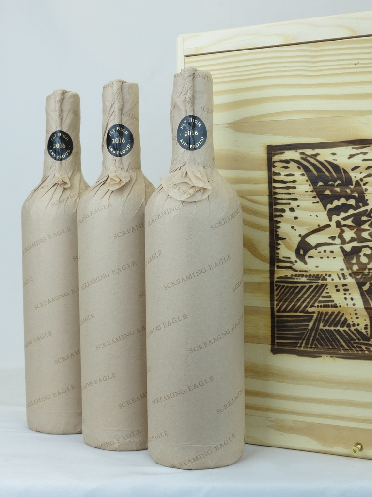 Wine 3-bottle-case Screaming Eagle 2016 owc
