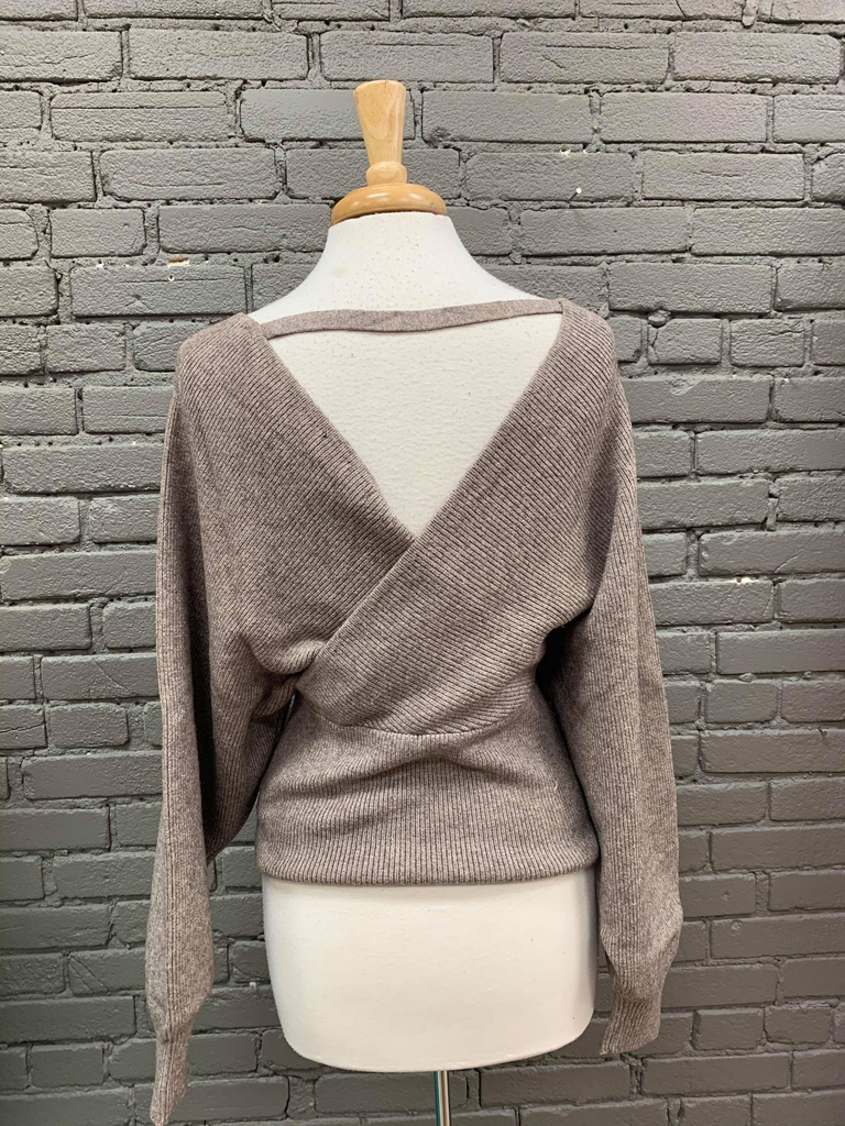 Sweater Monica Yarn Sweater w/ Twist Back