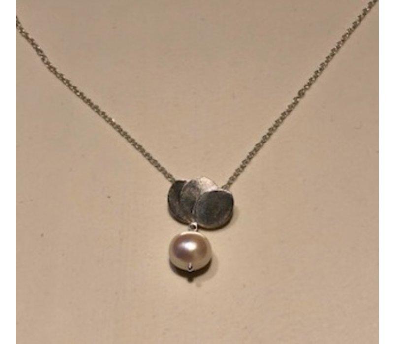 Small Tulip Pearl Necklace
