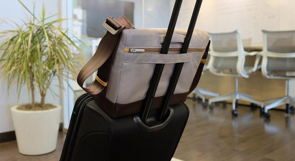 Moshi Moshi Aerio Messenger Bag