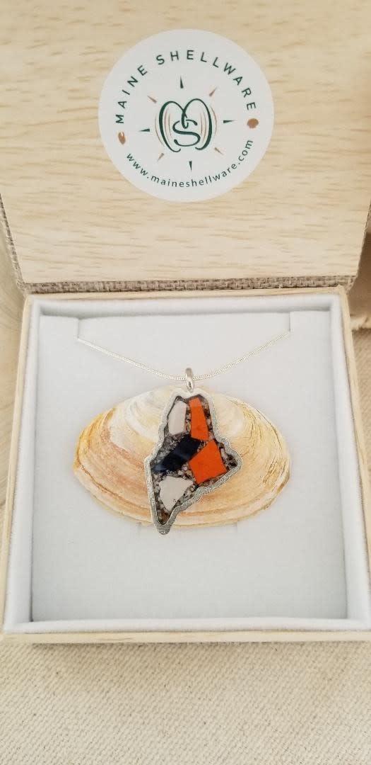 "Maine Shellware State of Maine Seashell / Abalone 18"" Pendant w/ Chain"