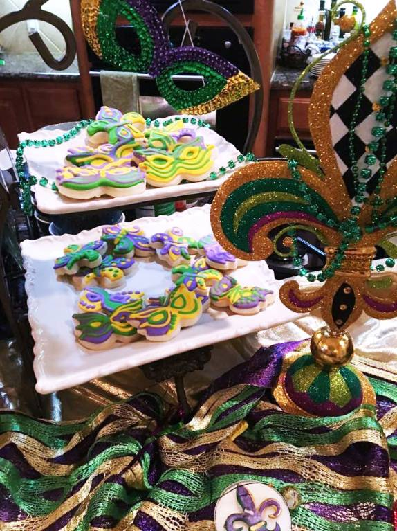 Make an Easy Mardi Gras Memory at Home!