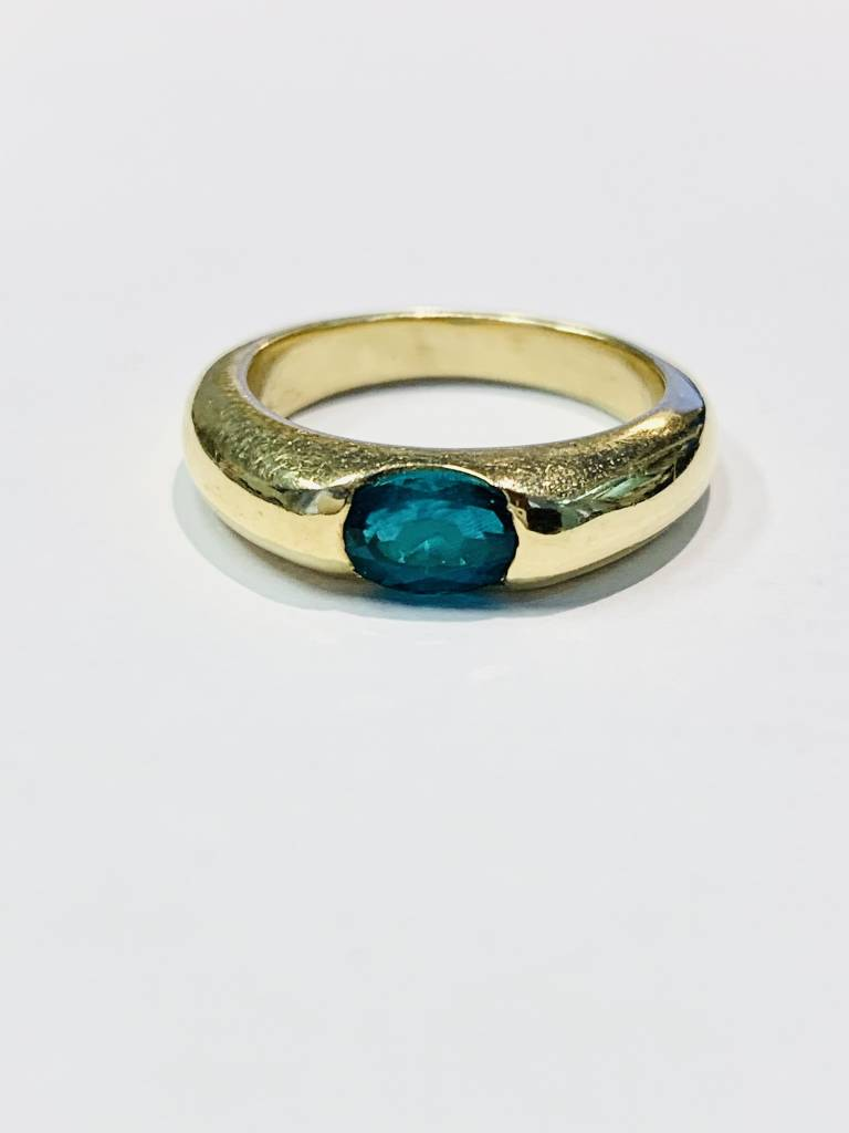 18kt yellow gold Chatham Emerald inset ring