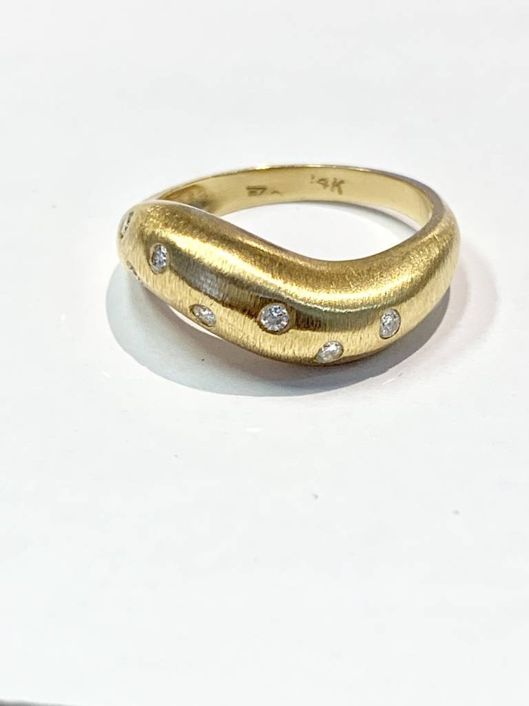 14kt yellow gold curved diamond dome band