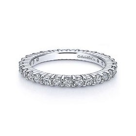 AN11248 shared prong eternity band