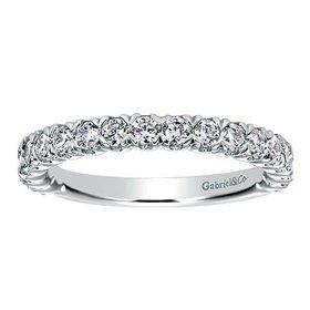 AN7612 shared prong diamond band