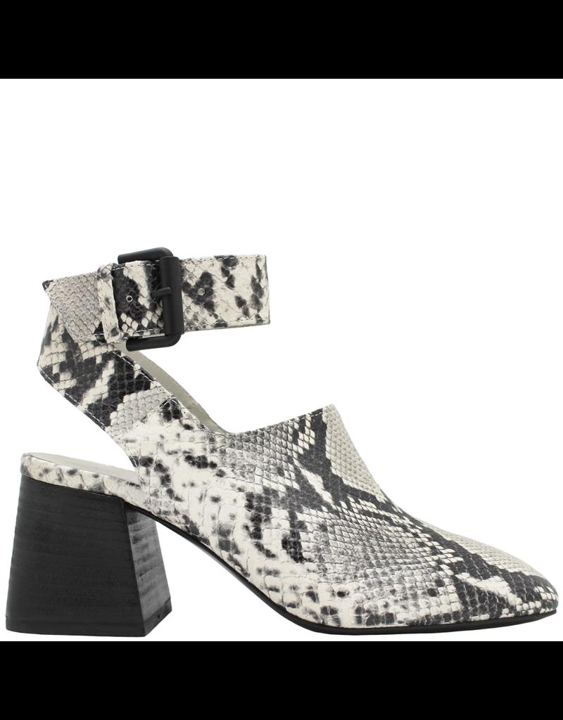VicMatie Black White Snake Print Sandal