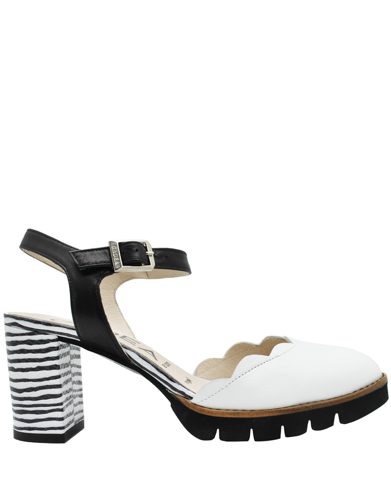 Gadea Gadea White Black Dune Closed Toe Sandal 1116
