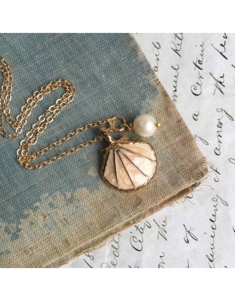 """Red Truck Designs Necklace-Pearl & Gold Shell, Peach 17"""""""