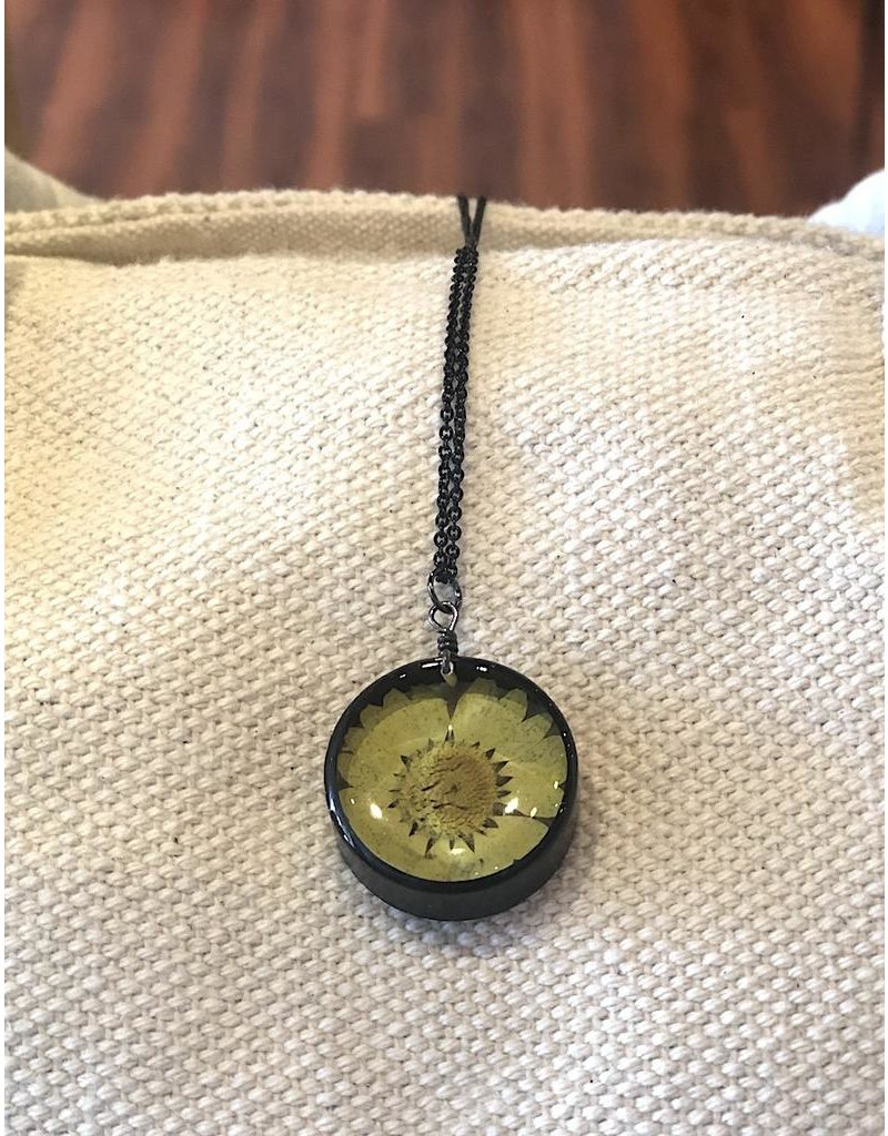 The Pretty Pickle Necklace-Botanical Chrysanthemum