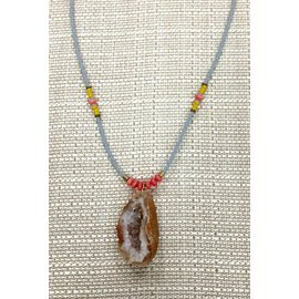 Oh Look Darling Geode Pendant Gray, Yellow and Peach Beads
