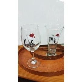 Bumeit Designs Wine Glass: Mr/Mrs Claus