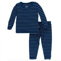 KICKEE PANTS PRINT LONG SLEEVE PAJAMAS SET IN TOKYO NAVY STRIPE