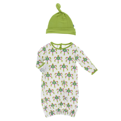 KICKEE PANTS PRINT LAYETTE GOWN SINGLE KNOT HAT SET IN NATURAL PINATA