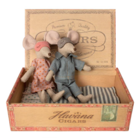 MAILEG MUM & DAD MOUSE IN CIGAR BOX