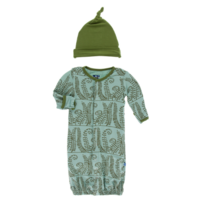 KICKEE PANTS PRINT GOWN CONVERTER & SINGLE KNOT HAT SET IN SHORE FERNS