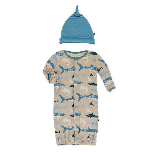 KICKEE PANTS PRINT GOWN CONVERTER  & KNOT HAT SET IN BURLAP SHARKS