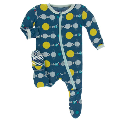 KICKEE PANTS PRINT FOOTIE WITH ZIPPER IN TWILIGHT PLANETS