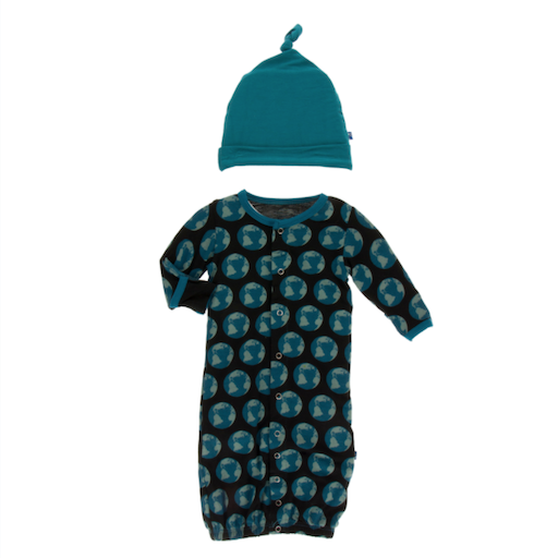 KICKEE PANTS PRINT GOWN CONVERTER & KNOT HAT SET IN MIDNIGHT ENVIORNMENTAL PROTECTION