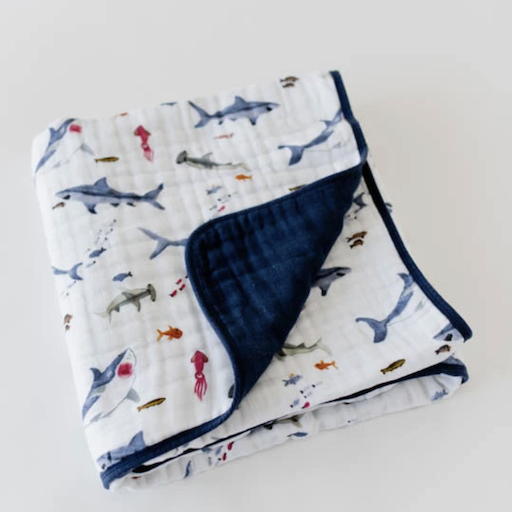 LITTLE UNICORN SHARK COTTON MUSLIN QUILT