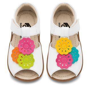 SEE KAI RUN ANILYN WHITE FLOWER T STRAP SIZE 8
