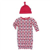 KICKEE PANTS PRINT LAYETTE GOWN & KNOT HAT IN FLAG SWAG