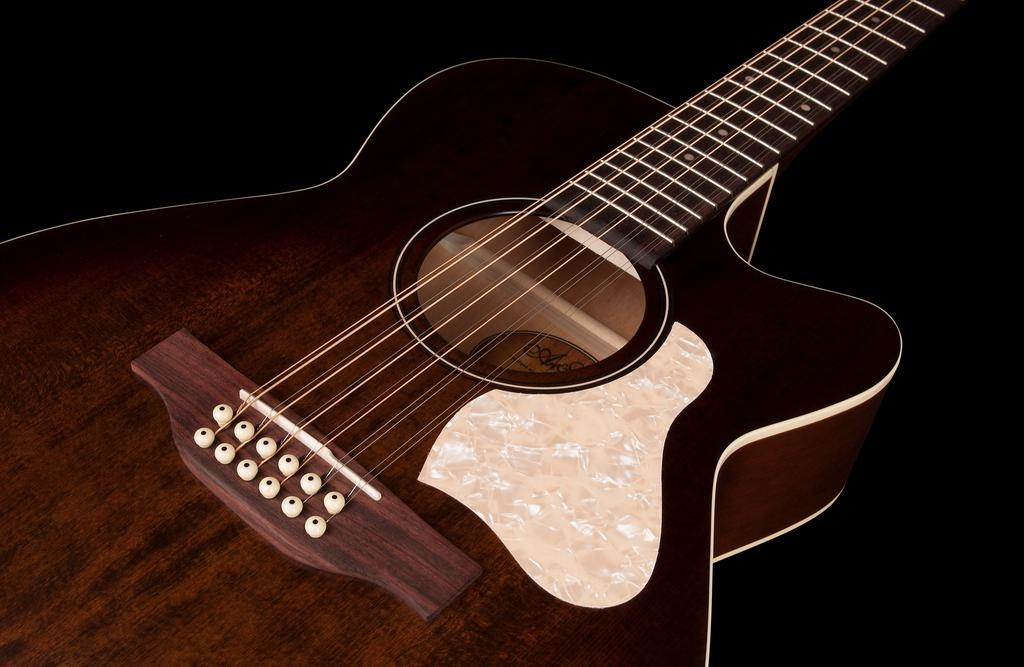 Art & Lutherie - Legacy Series Concert Hall CW 12 String A/E, Bourbon Burst