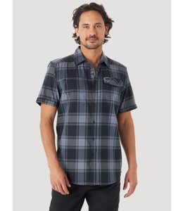 Wrangler Men's ATG Zip Pocket Short Sleeve Plaid Shirt NSP65BK