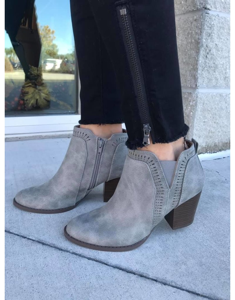 Qupid Tyson Ankle Booties