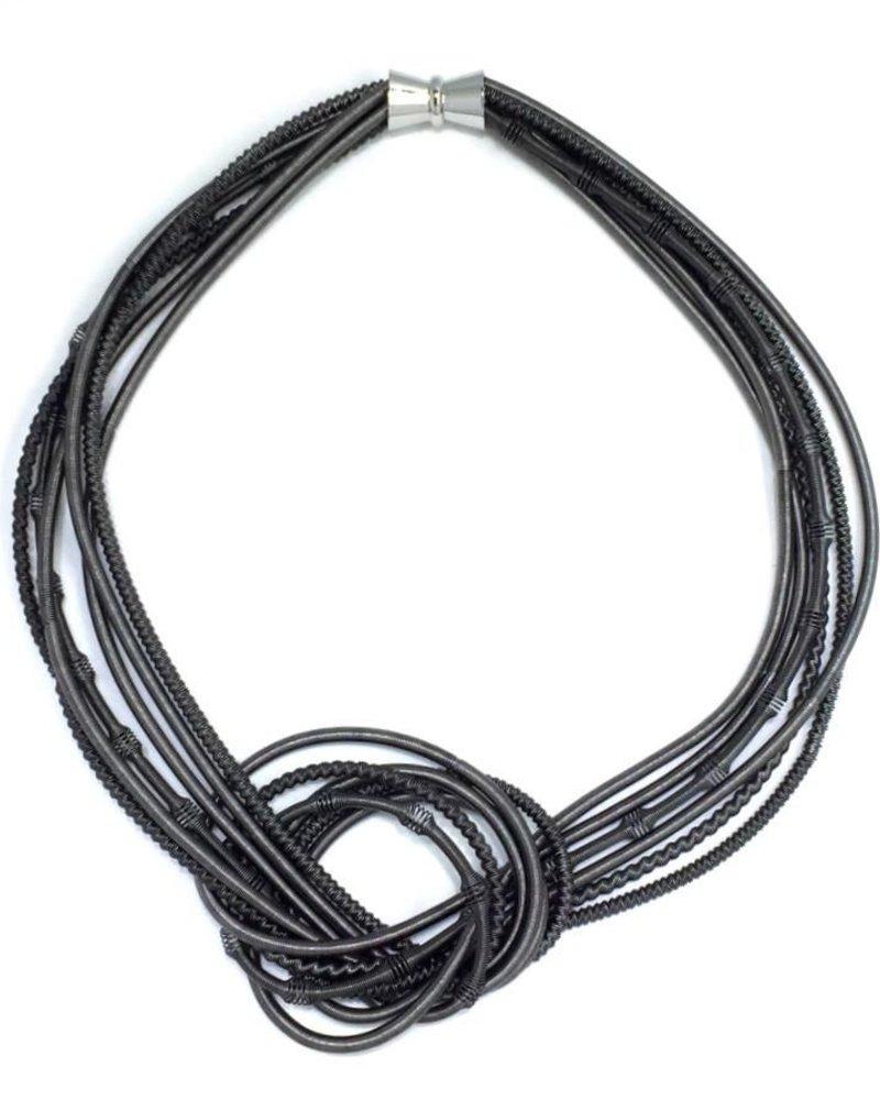 verdigris Black texture large knot pianowire necklacw