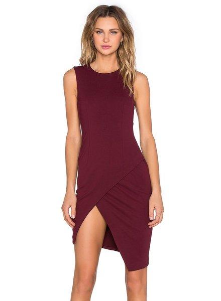 Sleevless papercut dress