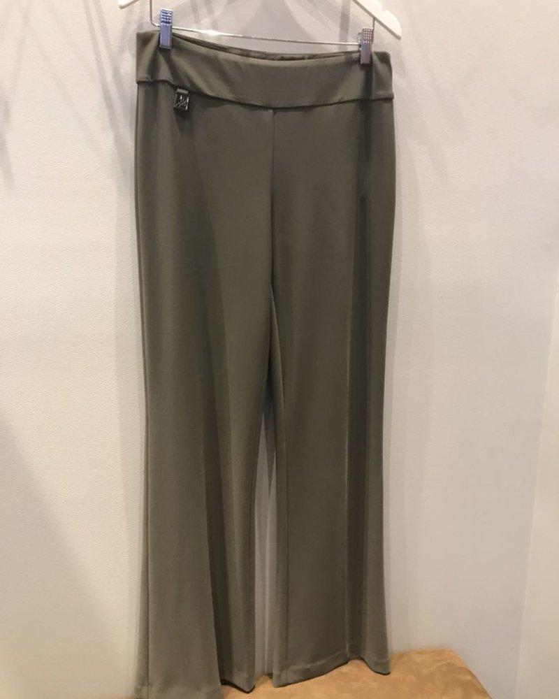 A wide-legged pant with high waist
