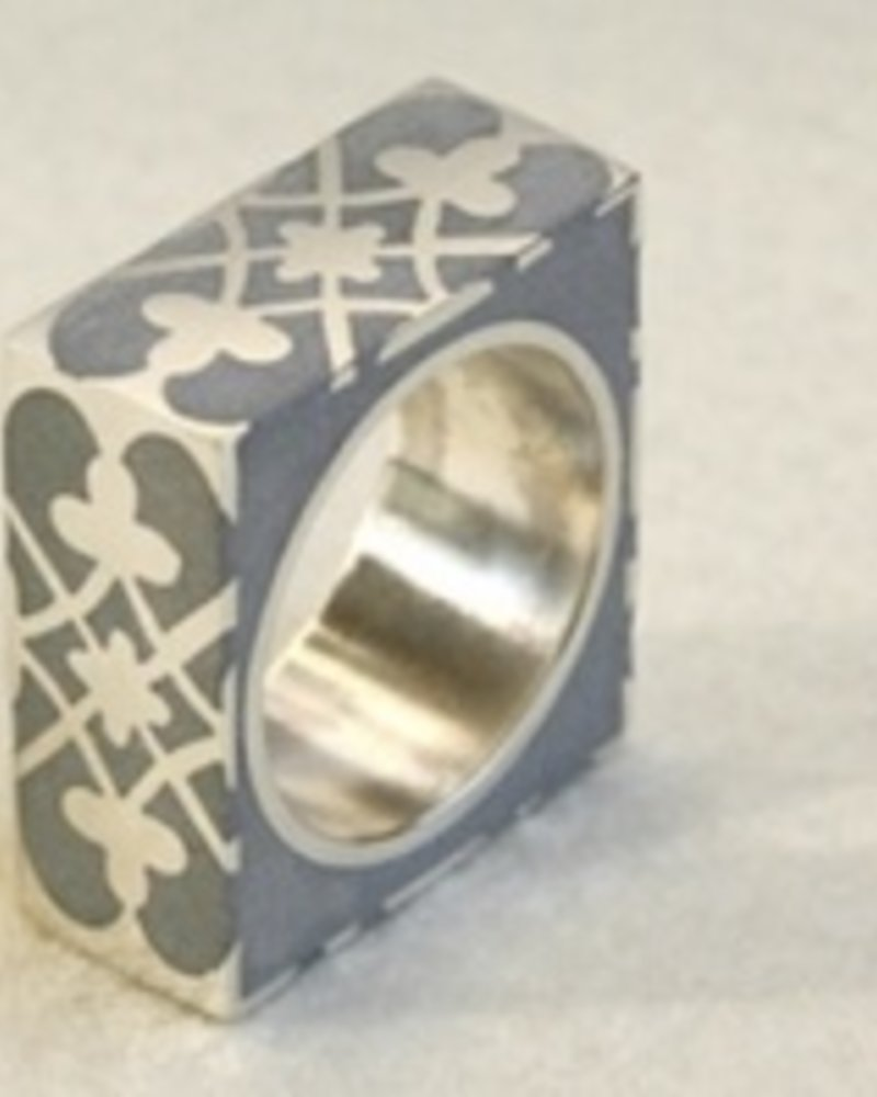 verdigris Praline Square silver and concrete Ring, size 7