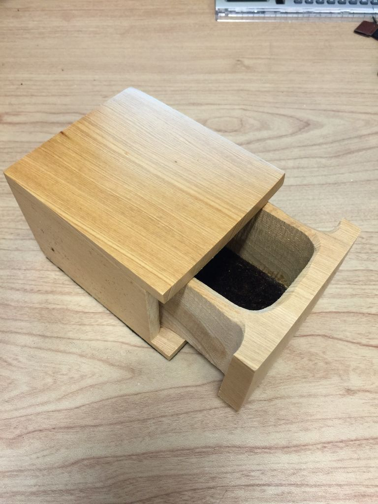 Don Snyder Jewelry Box (Wood, 01 DWR Square Slider, CYPRESS, #547)