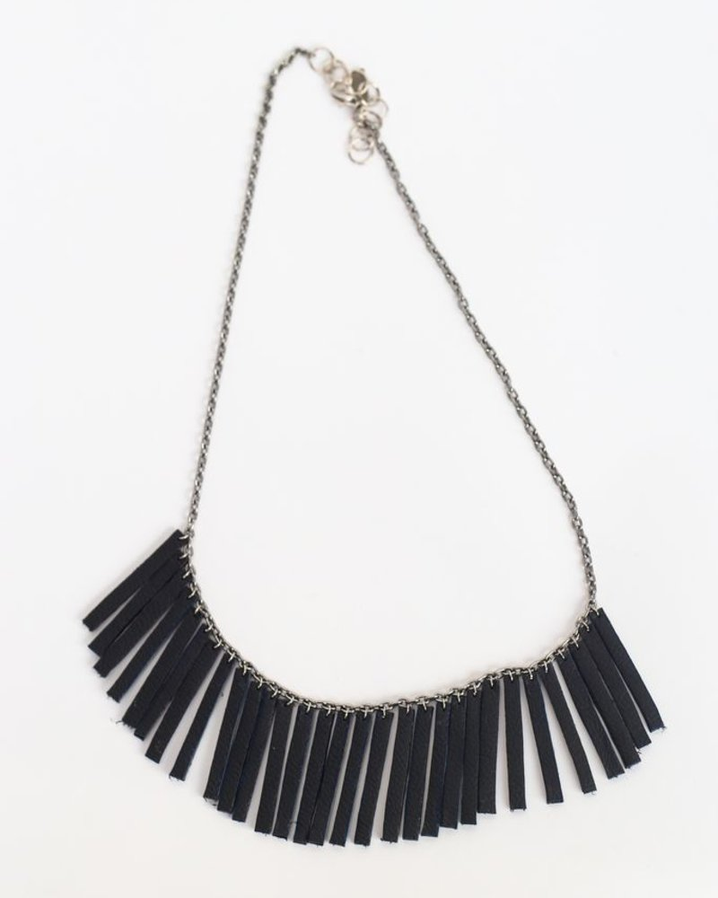 Flocktails Flocktails Donna Necklace - Black with silver chain