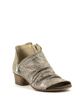 Unity In Diversity Sage Sandal Brown Vines