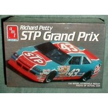 AMT 1990 PONTIAC GRAND PRIX STP #43 RICHARD PETTY 1/25 NASCAR