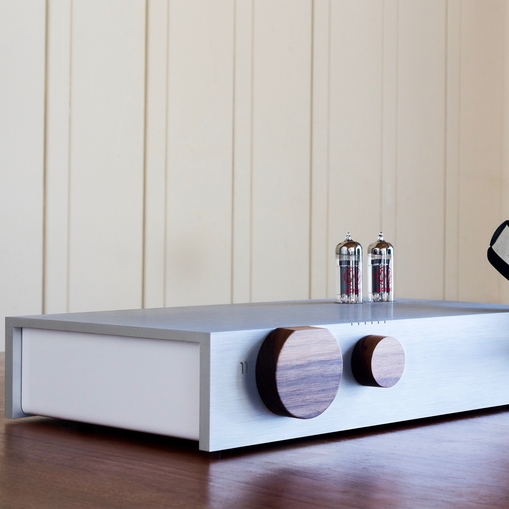 Heaven 11 Billie Integrated Hybrid Amplifier with Walnut Knobs