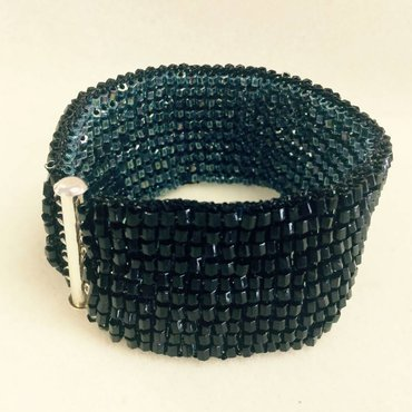 11/09 10a-1p Reversible Knitted Bracelet