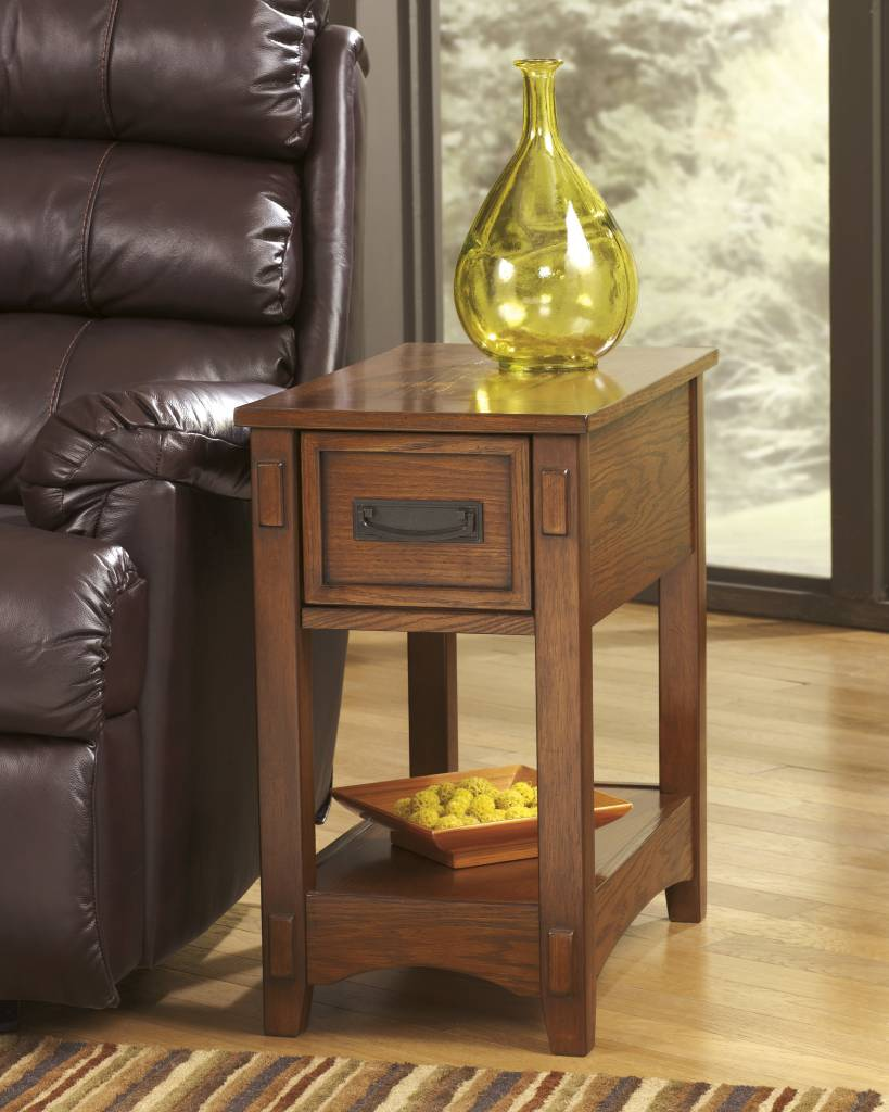 Signature Design Breegin, Chairside End Table, Brown T007-319