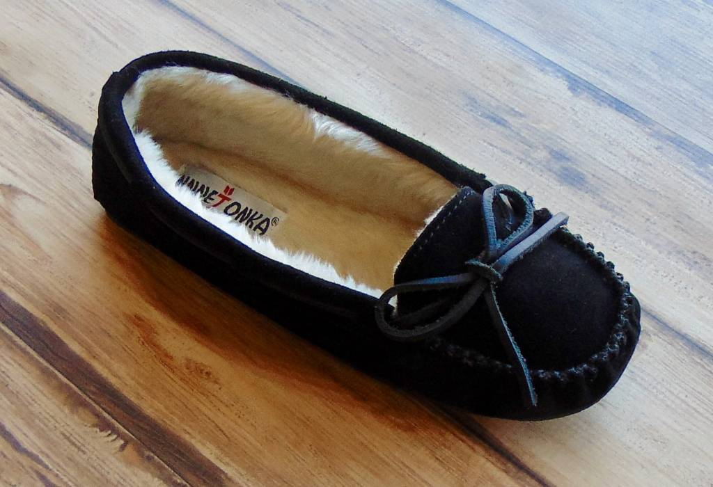 "MINNETONKA MOCCASINS ""Cally"" Slippers"