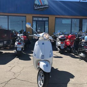 Vehicles 2015 Vespa Primavera 150 White