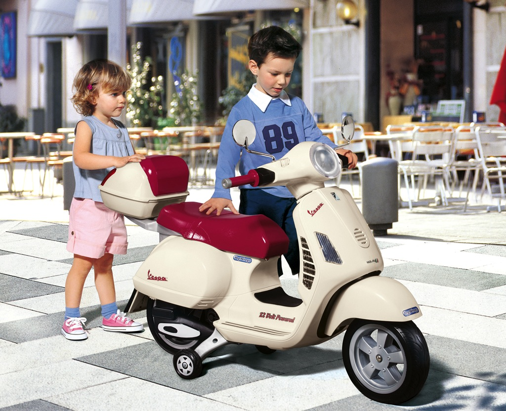 Lifestyle Vespa Peg Perego - Not available in North America