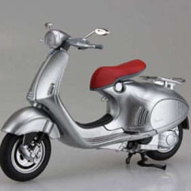 Lifestyle Toy, Vespa 946 Silver 1:12 Scale