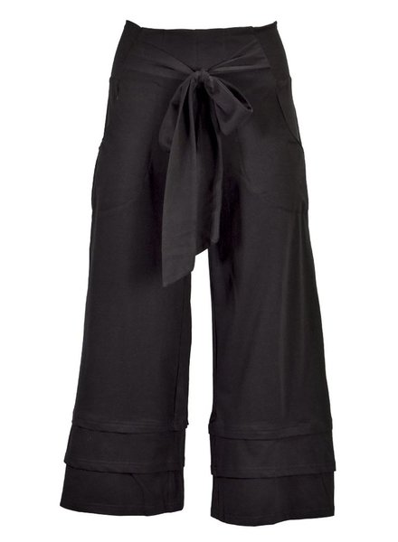 Effie's Heart Effie's Heart Cropped Pants In Black