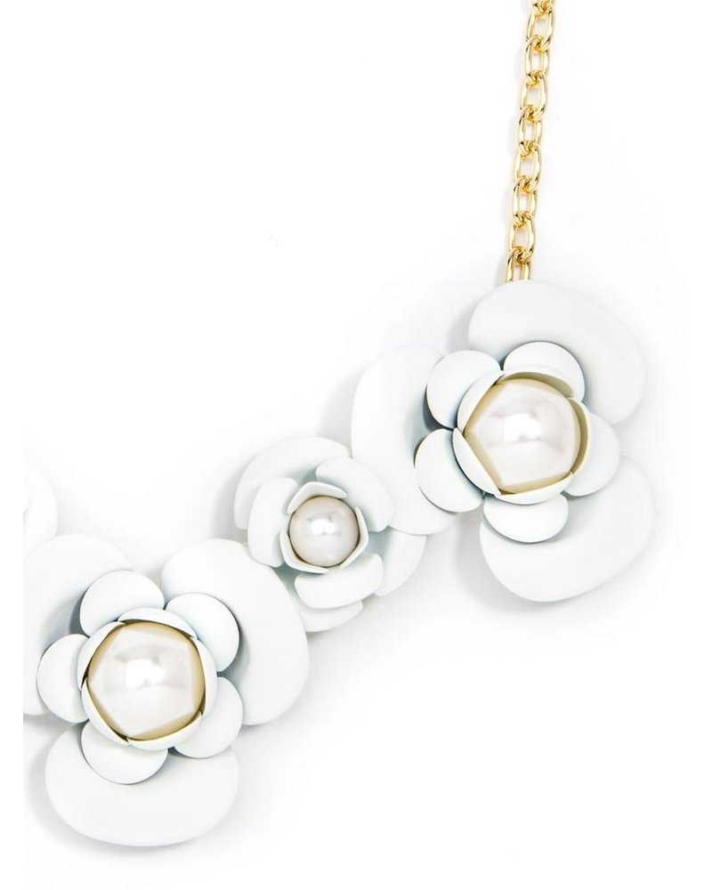 Alice's Flower Necklace In White